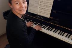 Kato-aan-de-piano